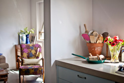 מבט לסלון מהמטבח