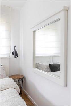 דירה בצפון תל אביב - שולחן צד מיטה