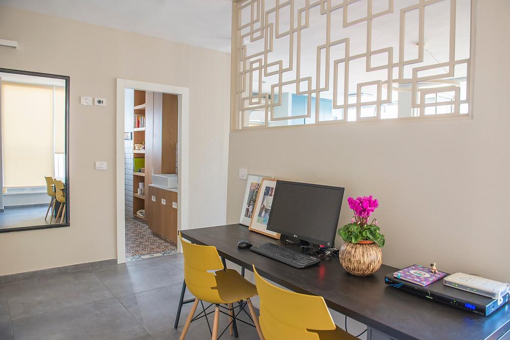 פינת עבודה בדירה מעוצבת בתל אביב