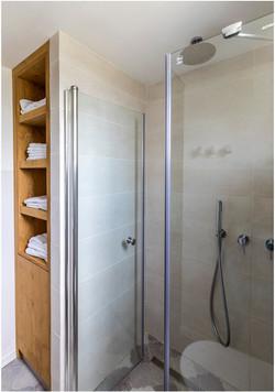 דירה בצפון תל אביב - מקלחון חדר רחצה