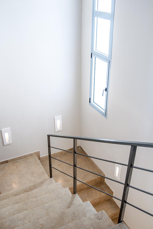 גרם המדרגות לקומה השניה