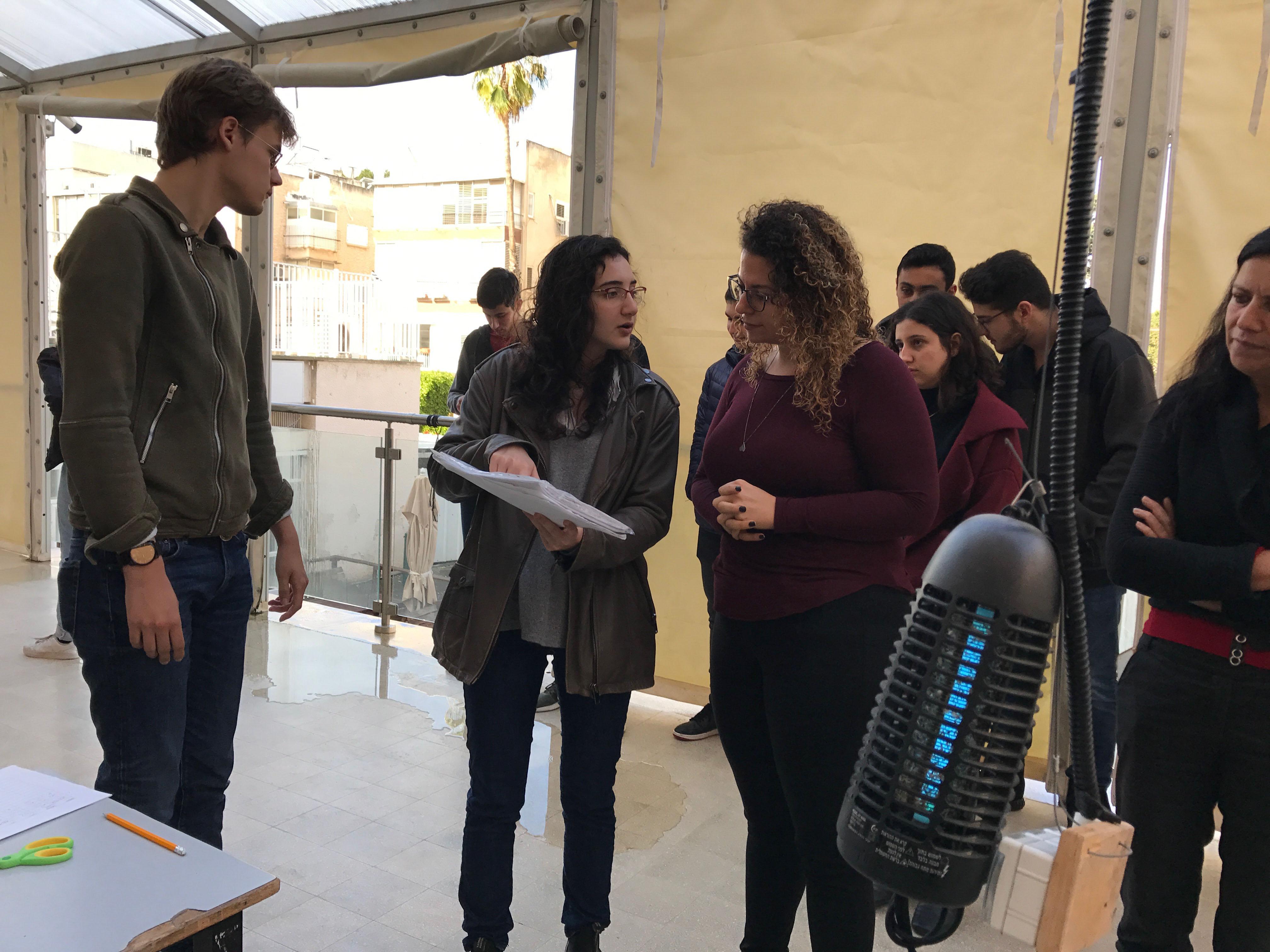 Students explaining about spirulina