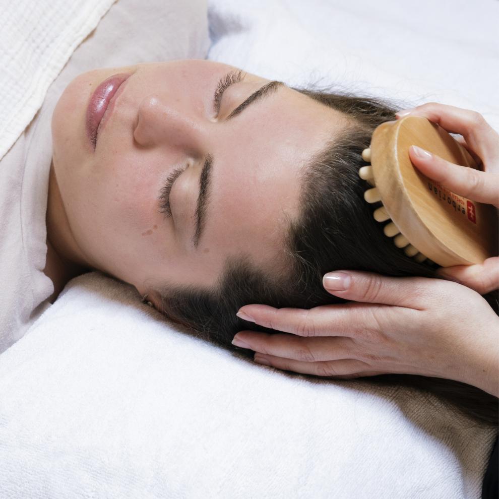 Massage relaxant du crâne