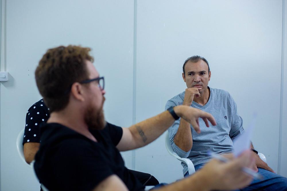 Na fotografia aparece o diretor André Leão e o professor Iraildon Mota.