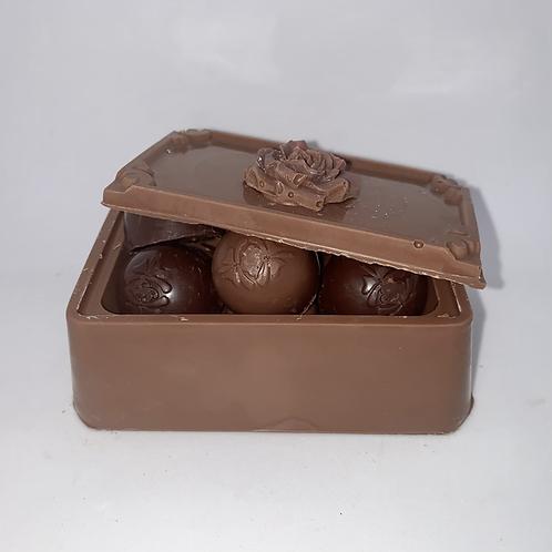 Coffre chocolat au lait avec chocolats variés