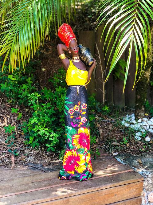 Africana em Pé com Saia de Chita