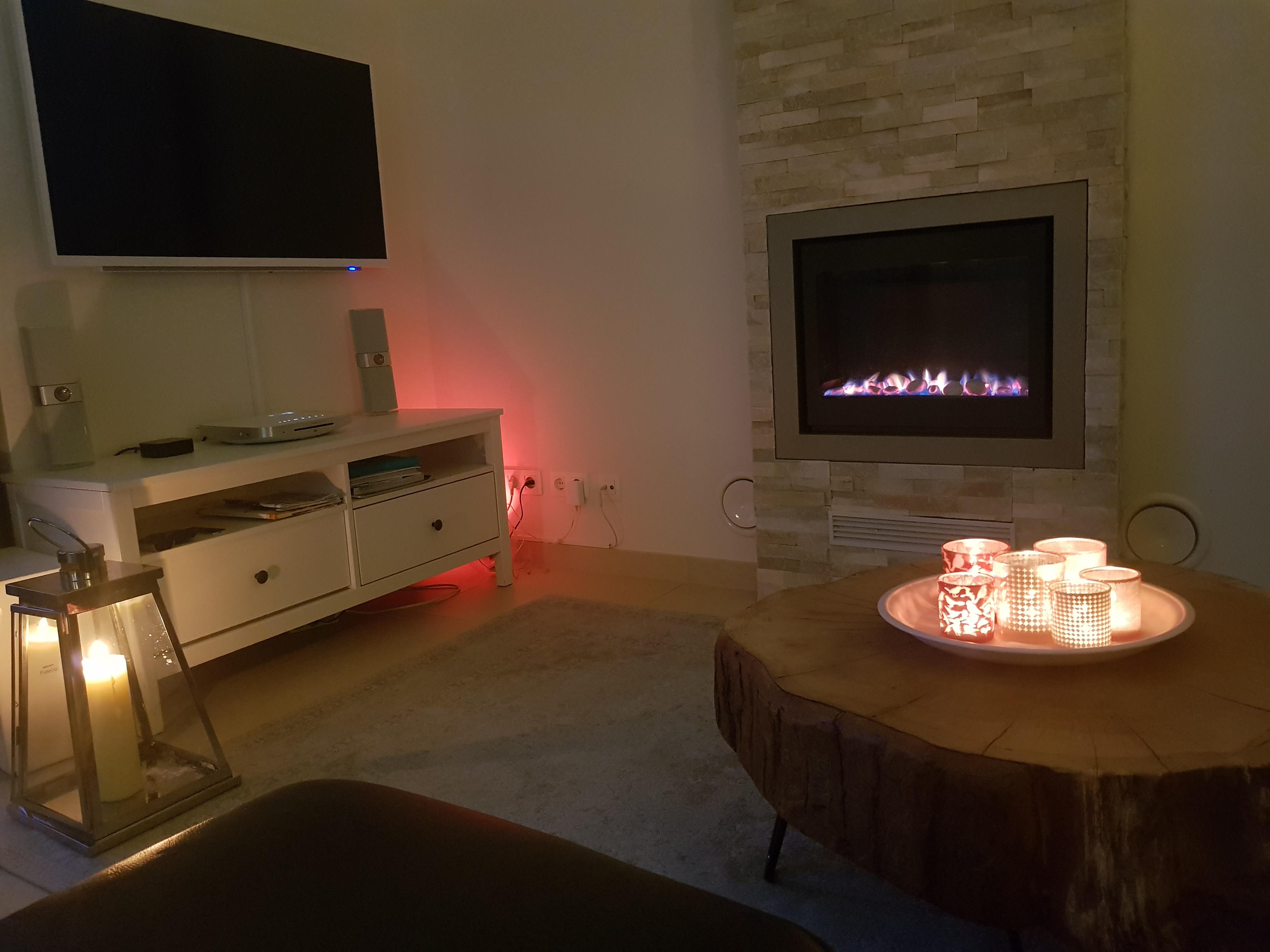 Cadzand Wohnzimmer Kamin Sonos