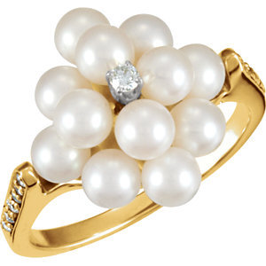 14kt. Y.G. Pearl And 0.30 ct Diamond Ring