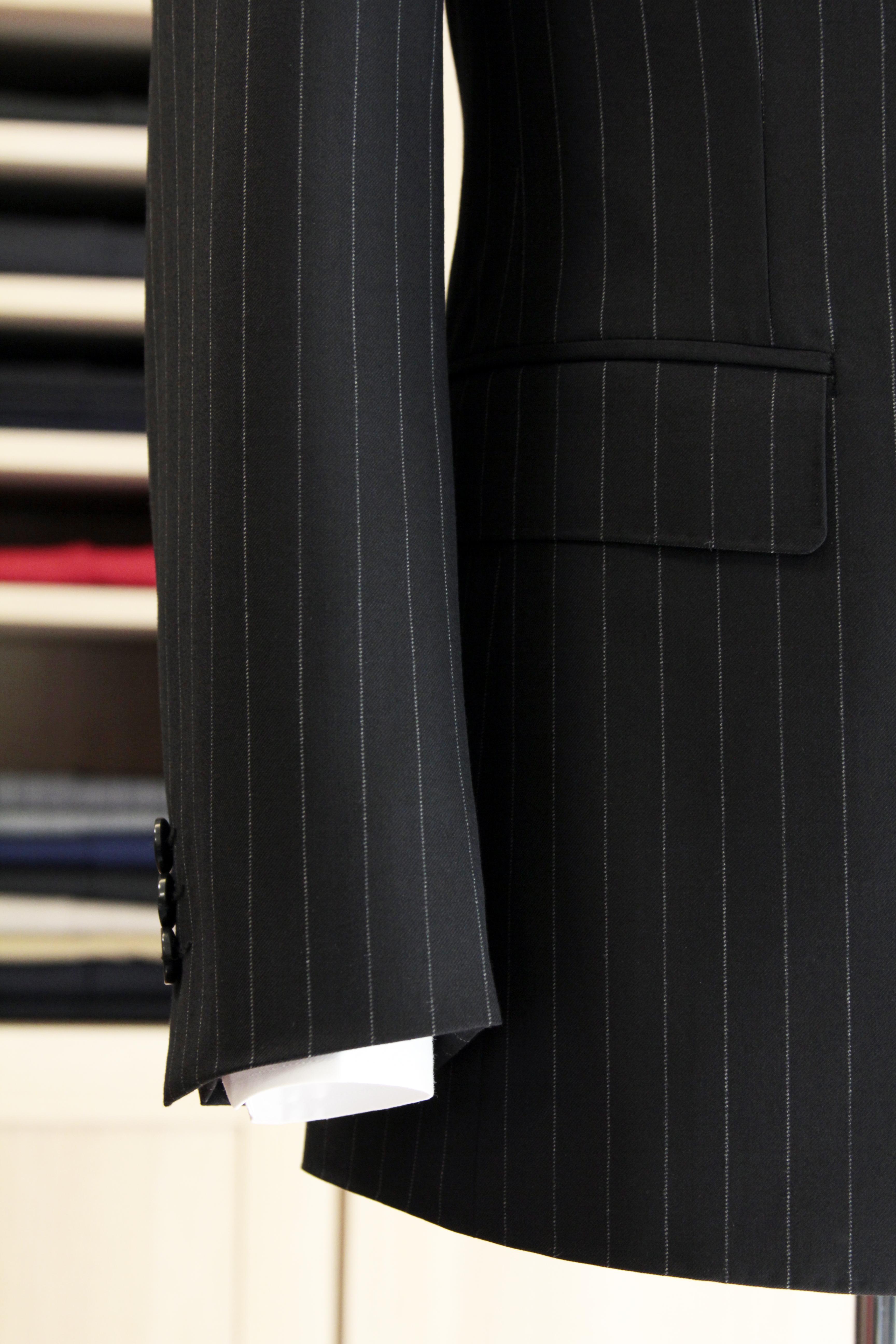 直紋雙釦西服