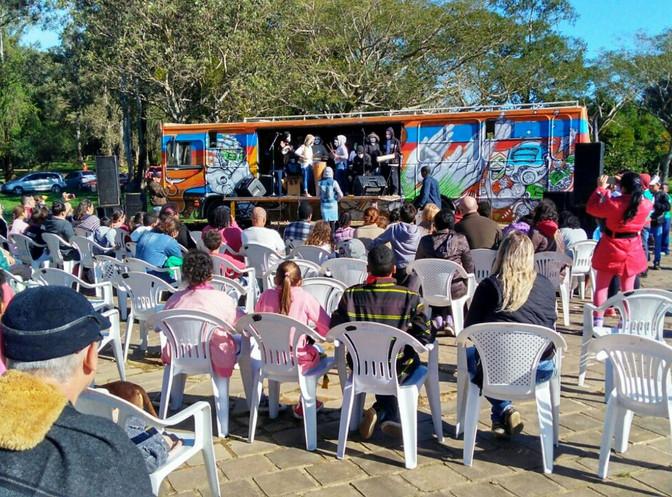 Apresentações no ônibus-palco