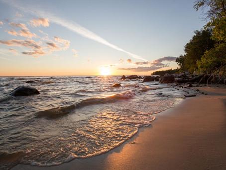 Wunderbare Sommertage am Wasser: Manitobas 20 schönste Strände der Interlake Region