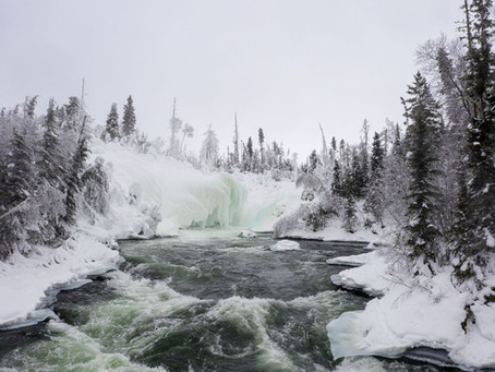 Winterliche Abenteuer im Lac La Ronge Provincial Park: Per Schneemobil zu den Nistowiak Falls