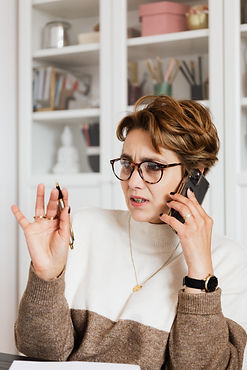 woman-talking-on-phone-with-confused-fac