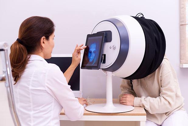 Diagnosis of facial skin in a cosmetolog