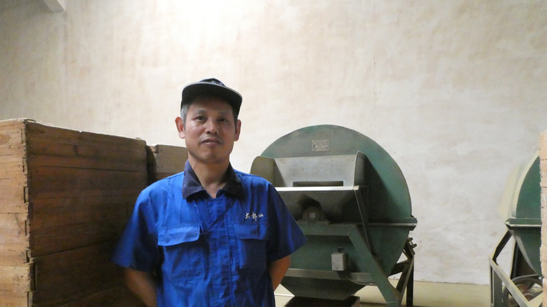 Worker in a Chinese tea company. JPG