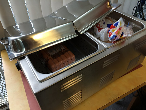 Hot dog steamer with bun warmer and hinged top lid