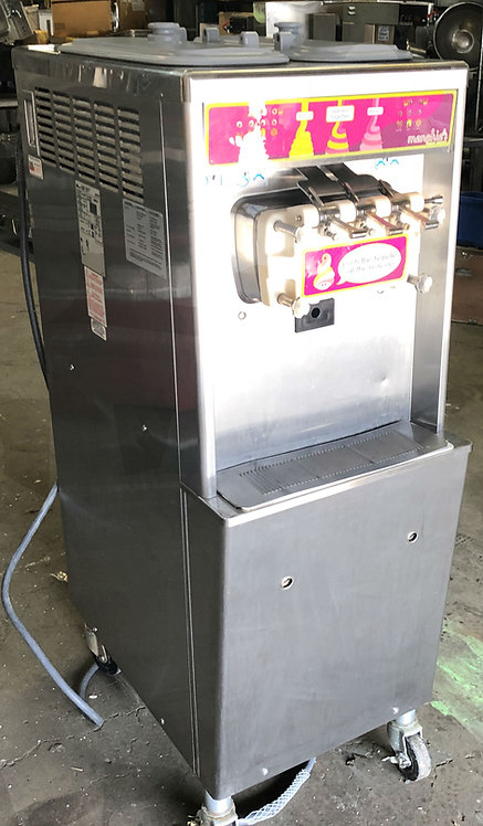 TAYLOR  SOFT SERVE MACHINE - YOGURT - ICE CREAM