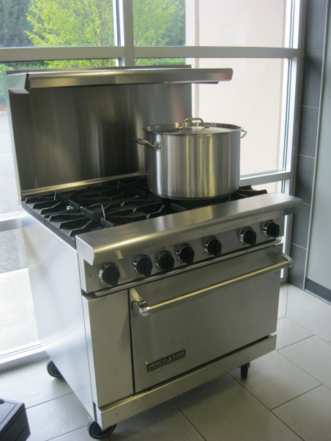 6 BURNER RANGE WITH OVEN - NATURAL OR PROPANE GAS