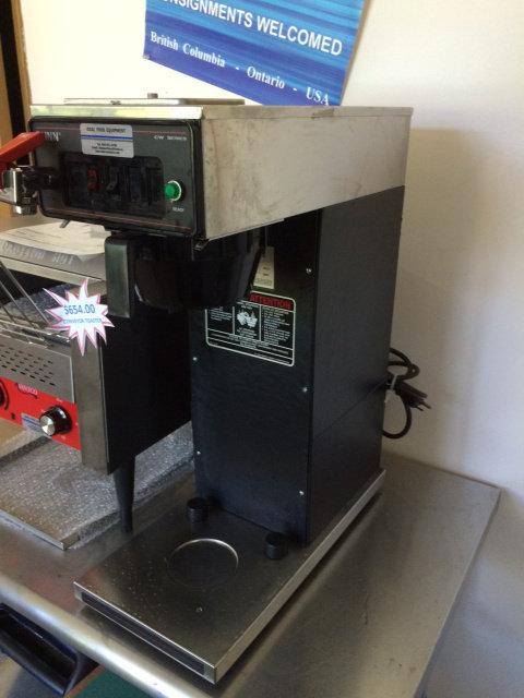 BUNN COFFEE MACHINE - PLUMB IN WITH HOT WATER SPIGOT