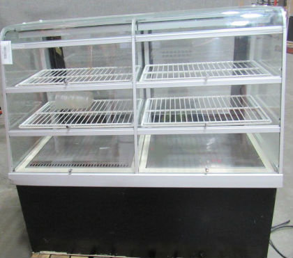 4' CURVED GLASS PASTRY DISPLAY CASE