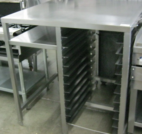 EQUIPMENT STAND WITH BUN RACK BELOW