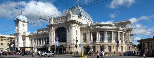 Витебский вокзал (вид с улицы).jpg