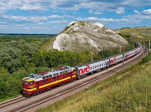 1024px-Поезд_на_фоне_горы_Шатрище._Ворон