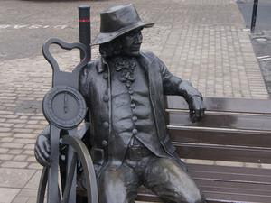 "A ""Revolutionary"" Distance Calculator: the Surveyor's Wheel"