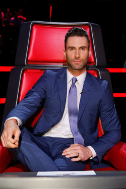 Adam-Levine-The-Voice-2015-Blue-Suit-Picture