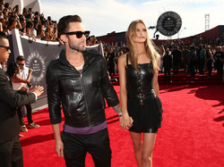 Adam+Levine+Arrivals+MTV+Video+Music+Awards+iU2plVD1ZRzl