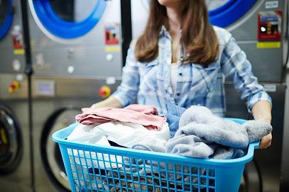lavadeira-no-trabalho_1098-16170.jpg