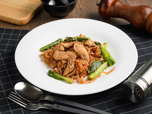 B13ผัดซีอิ๊วไก่ STIR FRIED CONJAC NOODLE WITH CHICKEN
