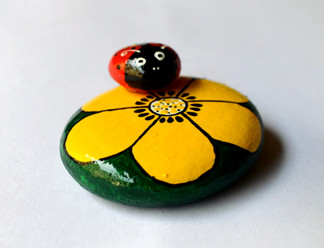 Pebble Art - Flower & Bug