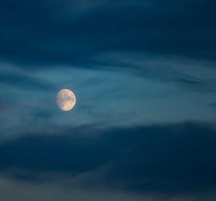 daytime-full-moon-HZJHRJ3_edited.jpg