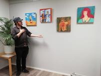 Sam Laurilan maalauksia Setlementtitalolla