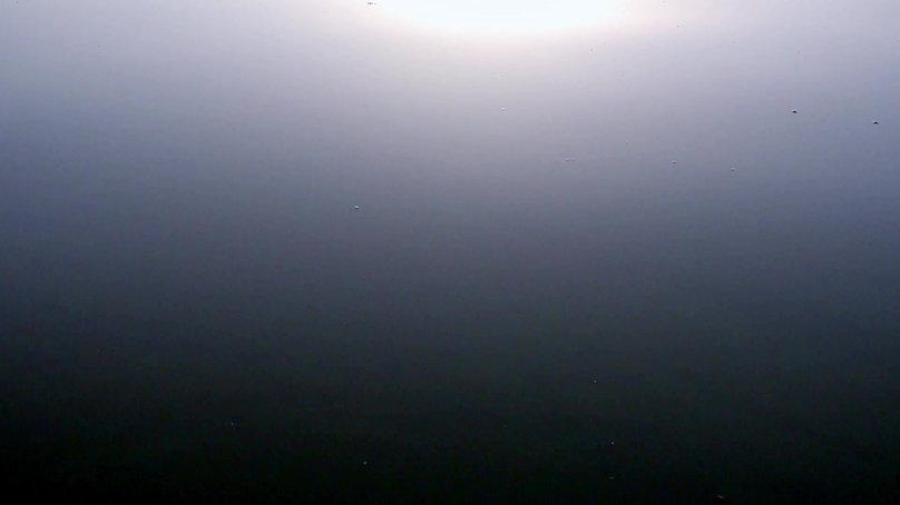 video del amanecer en un lago