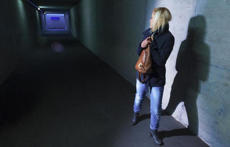 woman-walking-alone-at-night_detail.jpg