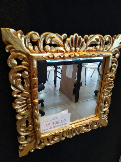 Espelho 400 x 400 moldura entalhada
