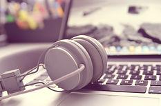 headphones-338492_1920.jpg