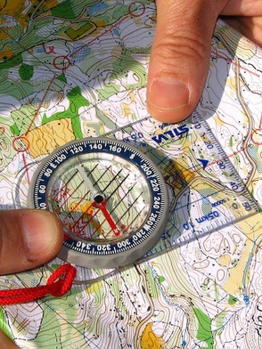 bussola e cartina.jpg