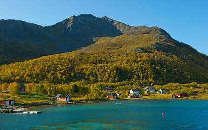 Hiking Northern Norway Vengsoy.jpg