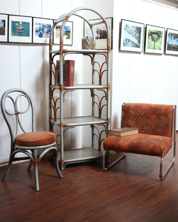 Fauteuil, chaise et étagère moderne