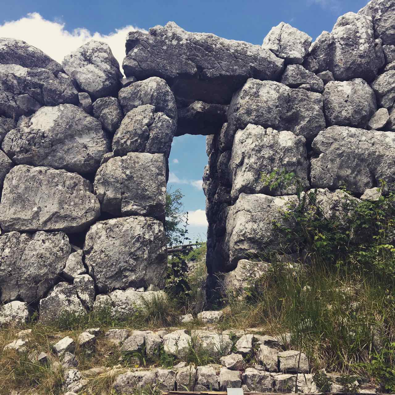 Monte Pallano : a megalithic wall