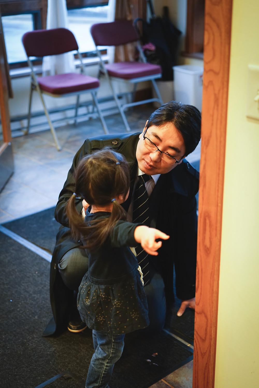 이대섭 목사님은 항상 아이들의 눈높이에서 사랑으로 돌보십니다.