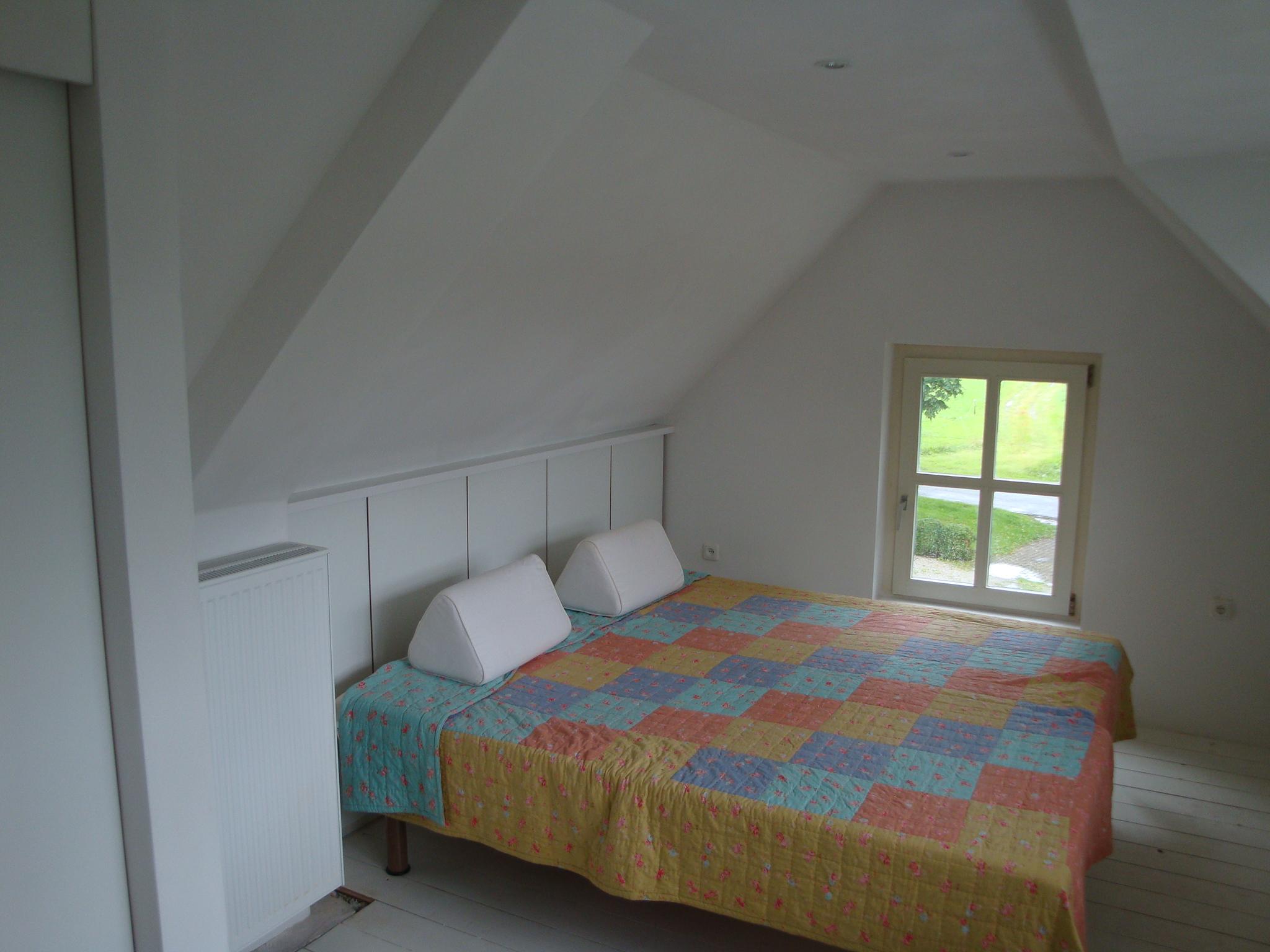 Slaapkamer afgetimmerd met kasten