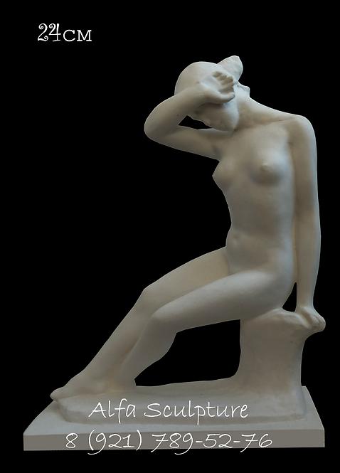 Сидящая девушка 24см (статуэтка для интерьера)