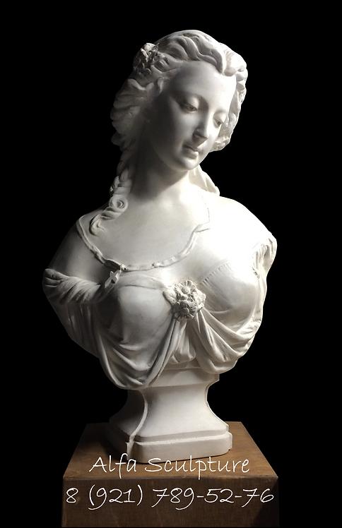 Девушка с брошью 32см (статуэтка для дома)