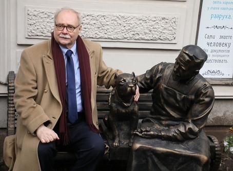 Владимир Бортко открыл памятник героям «Собачьего сердца» в Петербурге