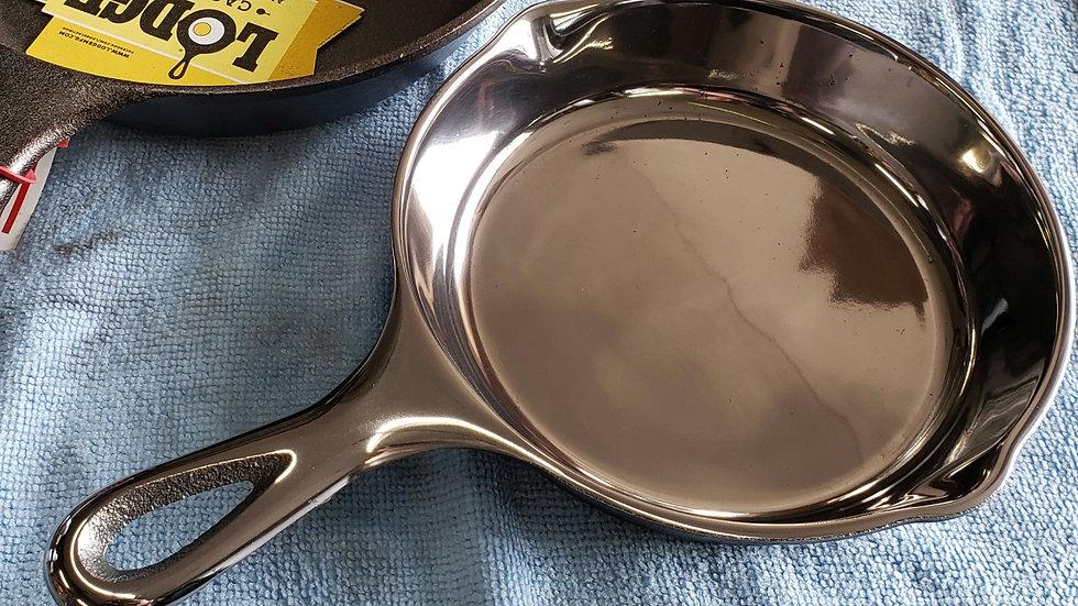 Mirror polished cast iron skillet