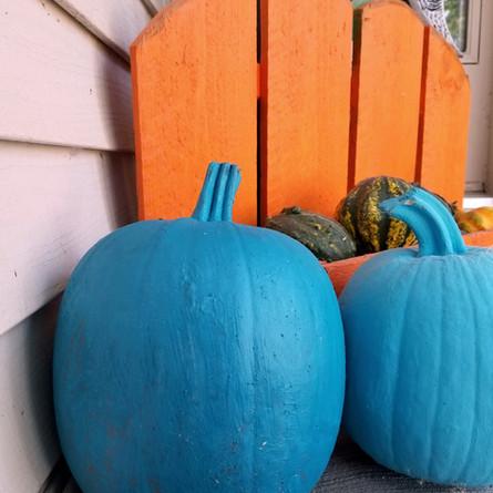 Teal pumpkins help kids with food allergies on Halloween
